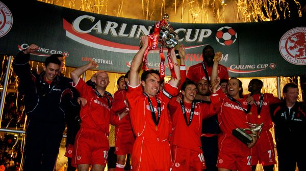 Gareth Southgate lifts the Carling Cup for Boro
