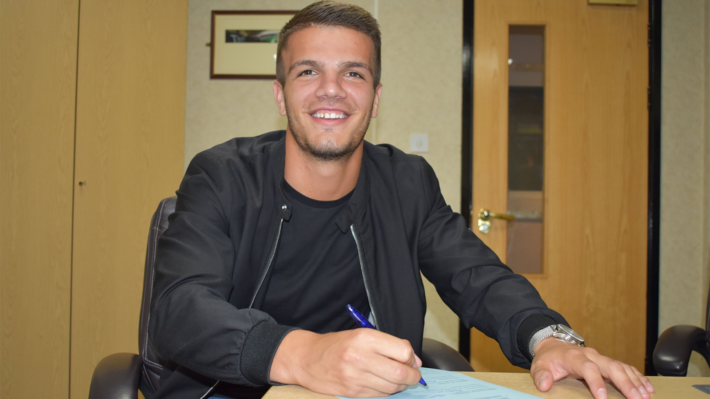Tom Brewitt signs contract with the Boro