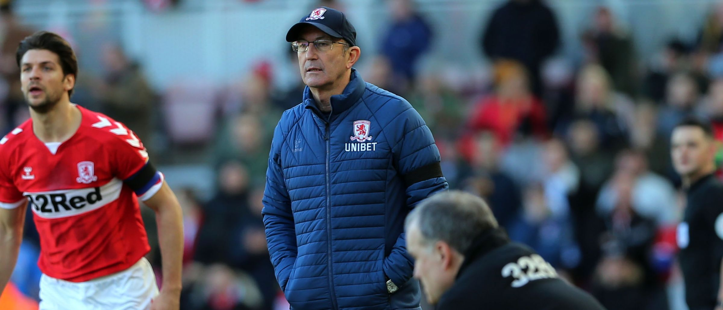 Gaffer Tony Pulis watches on as Bielsa ponders