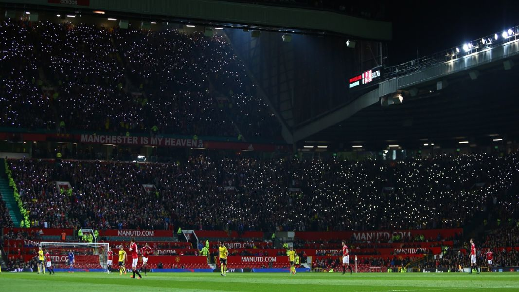 Middlesbrough fans light up Old Trafford in October 2016